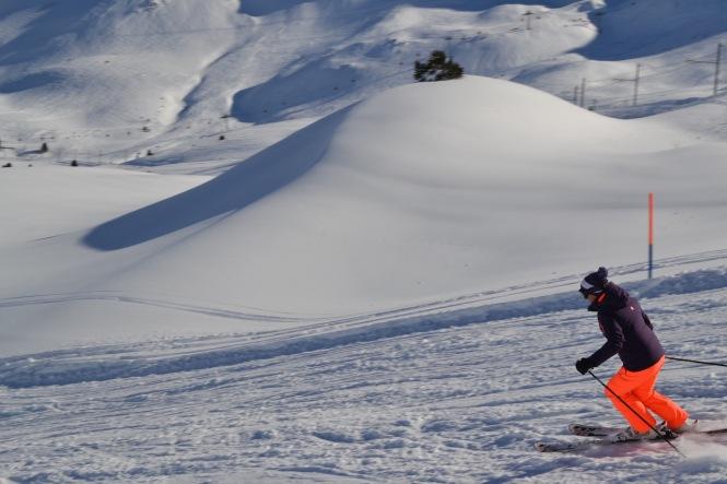 Skier going down from Kleine Scheidegg